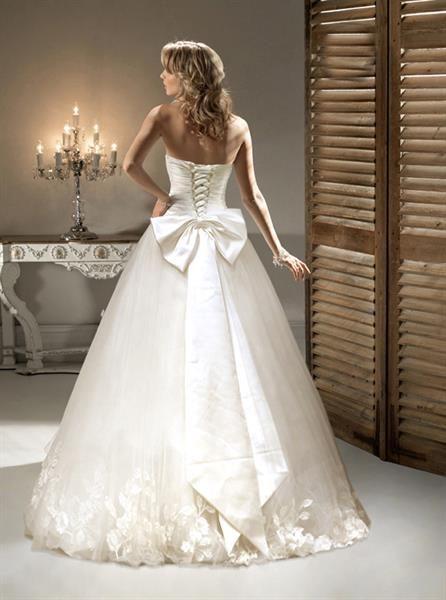 Свадебное платье фото с зади