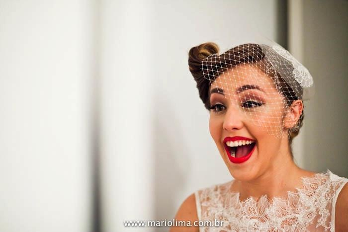 Vick ♥ Ze - a Rock & Roll wedding / CASAMENTO NA BALADA / A MODISTA custom made WEDDING DRESS and accessories ( voillet + translucent casquete ) / PHOTOS: Mario Lima http://mariolima.blog.br/2011/11/casamento-vicky-e-ze-hot-hot-sp/    https://www.facebook.com/media/set/?set=a.10150406700468422.370527.46656923421=3    https://www.facebook.com/www.amodista.com.br