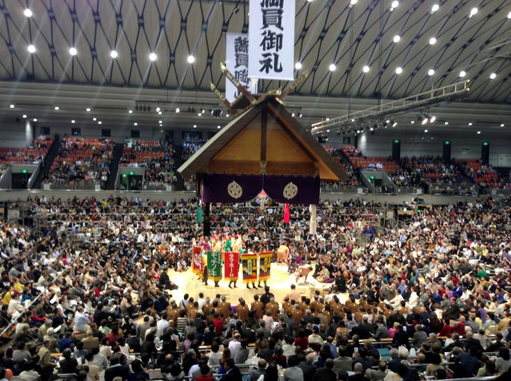 Sponsoren Fahnen der SUMO Ringer in Osaka