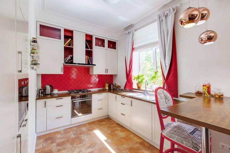 Vorhänge in hellgrau und rot kombinieren