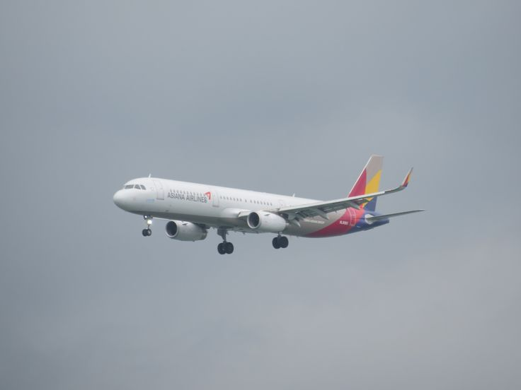 https://flic.kr/p/UNJbMu | HL8060 | Type: passenger jet Airlines: asiana airlines Manufacturer: airbus Airbus A320 Family Airbus A321 A321-200 A321-231WL 321 C    Y    Total 12   159   171 2x IAE V2533-A5 MSN: 7133 First flight: 20 may 2016 Production site: hamburg (XFW) Test registration : D-AVXH Delivered date: 31 may 2016 Flight: OZ723 Form seoul (ICN)