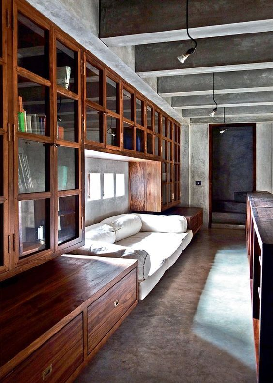 indian-house-with-an-extensive-use-of-concrete-and-reclaimed-wood-2