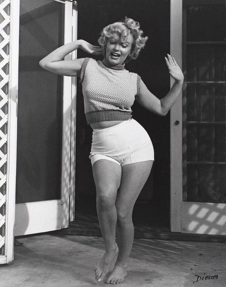 1950s- Marilyn Monroe photographed by Andre de Dienes in 1953 ... beauty and health is NOT super skinny!!