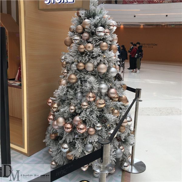 Here Are Some Small White Christmas Trees In Commercial Display For Thecoming Christmas Day Th Small White Christmas Tree Christmas Tree White Christmas Trees