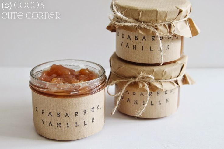 Rhabarber-Vanille-Konfitüre Erfrischend fruchtig und erfrischend einfach. Corinnes Konfitüre ist ein echter Frühlingstraum fürs Brötchen. Gekaufte Marmelade aus dem Supermarkt kann da nicht mithalten.