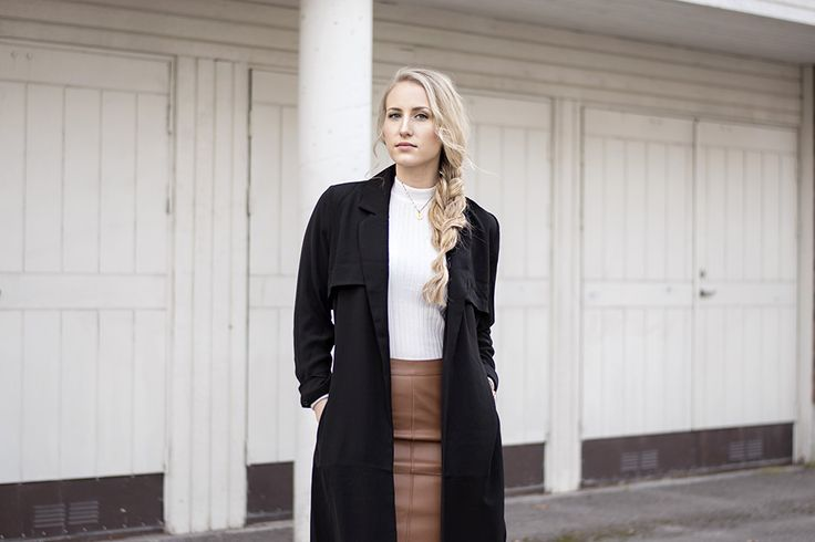 sandraemilia-outfit-brown-leather-skirt-trench-coat-turtleneck-white-2