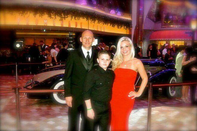 Qué es de la vida de Thomas Gravesen? Vive en las Vegas. Invirtió en varias empresas y su fortuna asciende a 100 millones de dólares.