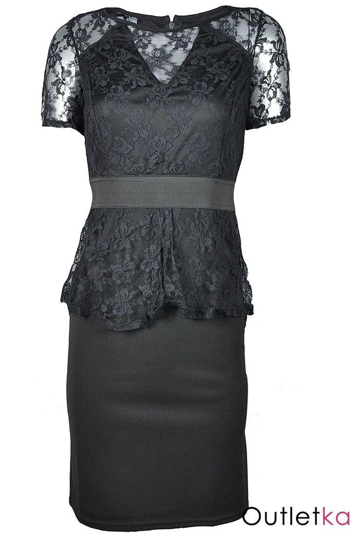 Nowa, elegancka sukienka firmy Cap Cake, w kolorze czarnym. Sukienka bardzo kobieca, skromna, a zarazem efektowna. Na wysokości pasa posiada modną w tym sezonie baskinkę (falbankę). Góra, rękawy oraz baskinka wykonane z koronki. W pasie wszyta gumka. Na dekolcie posiada wycięcie w kształcie litery V - również pokryte koronką. Z tyłu zasuwana na kryty zamek. Materiał wysokogatunkowy.