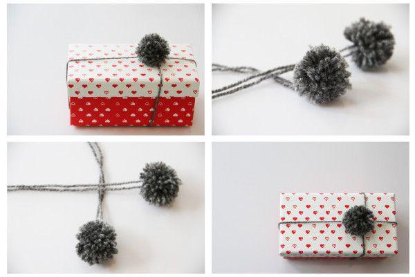 Balení dárků s bambulkami / Pom pom gift wrapping: http://www.prosikulky.cz/bambulkovani-baleni-vanocnich-darku/