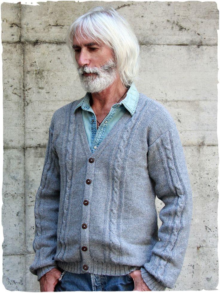 cardigan lana Patrick  elegante #cardiganuomo con lavorazione a treccia e scollo a V, bottoni di legno di cocco #alpaga #modauomo - See more at: http://www.lamamita.it/it-IT/store/abbigliamento-invernale/1/cardigan-uomo/cardigan-lana-patrick#sthash.1wTUqE25.dpuf