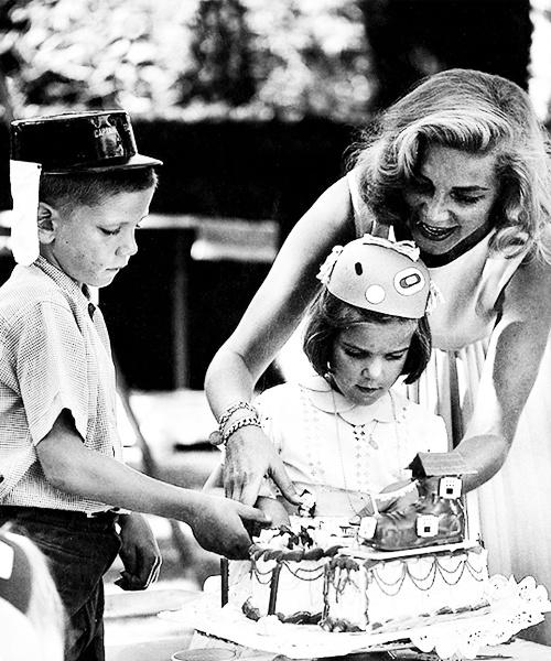 Lauren Bacall celebrates her daughter's birthday photographed by Phil Stern.: Daughters Birthday, Daughter Birthday, Birthday Photographers