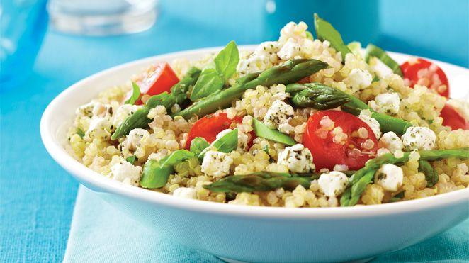 Salade de quinoa aux asperges, aux tomates et au fromage de chèvre