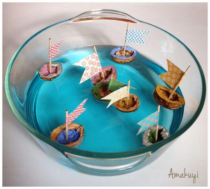 barcos de cáscara de nuez sobre un baso flotando : via MIBLOG