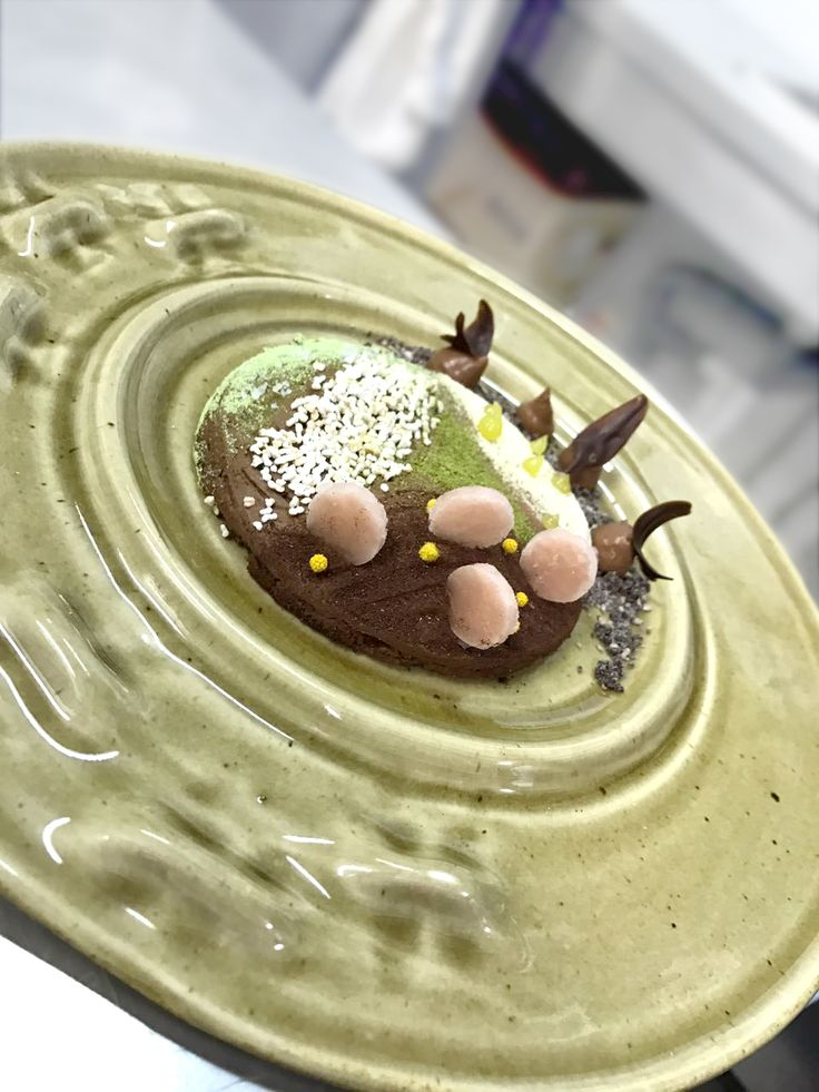 Cioccolato Fondente in Campagna (Dark Chocolate in the Country) for instance is a dessert made with spelt, amaranth, cypress, lentils, peas, mimosa, and rose from the surrounding areas.