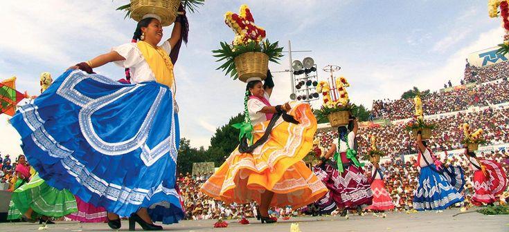 Nuestra tierra, nuestras tradiciones. Somos lo que celebramos y honramos.  Guelaguetza, Oaxaca.
