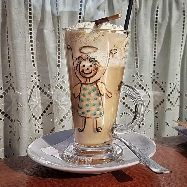 Kaffee mit Flügeln.  . . #coffee #coffeetime #coffeelove #amarettokafi #engel #relax #gemütlich #ilovesunshine