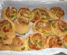 Ricetta rose rustiche con zucchine e speck pubblicata da fantafiore - Questa ricetta è nella categoria Prodotti da forno salati