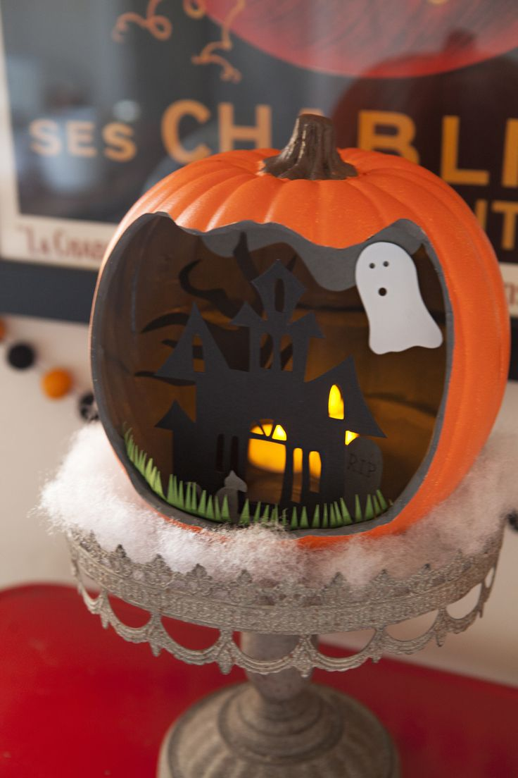 Create pumpkin crafts without the mess this year! Our paper pumpkin decorating ideas are creative ways to add orange to your home this Halloween. Click in for step-by-step instructions.