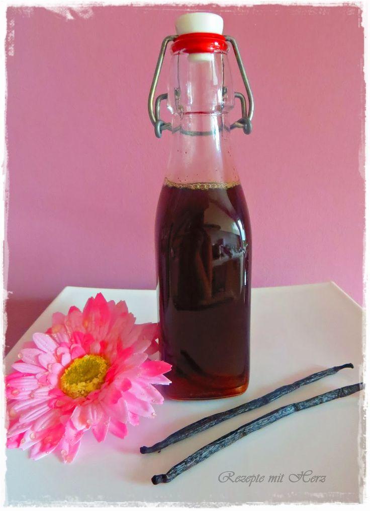 250 g brauner Zucker2 Vanille Schoten½ TL gemahlene Vanille250 g Wasser Vanilleschoten halbieren und...
