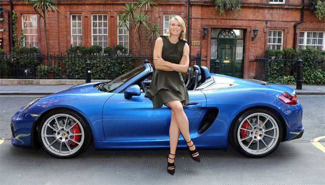 Maria Sharapova au volant de la nouvelle Porsche Boxster Spyder.