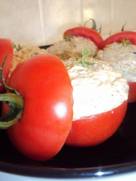 Pomodori Ripieni Di Tonno (Gevulde Tonijn-Tomaten) recept | Smulweb.nl