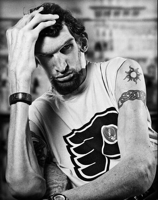 Matthew McGrory(May 17, 1973 – August 9, 2005)  Best known as Karl the giant in Tim Burton's Big Fish. Also starred in Rob Zombies House of 1000 Corpses and Devils Rejects.