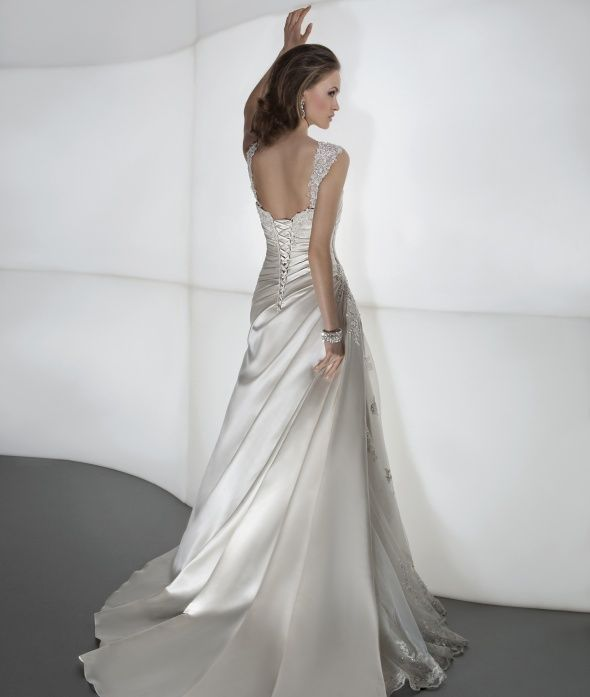Demetrios Wedding Dresses Offer Brides Luxury Fashion At Affordable Prices View Our Collections Of Gowns Evening Find A Store Near You