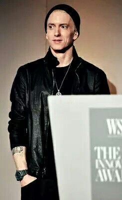 Rare picture of Eminem (2015) smiling!!!!! Please take a moment to appreciate this. I'm so proud of him. So proud to be a Stan! Shady Family