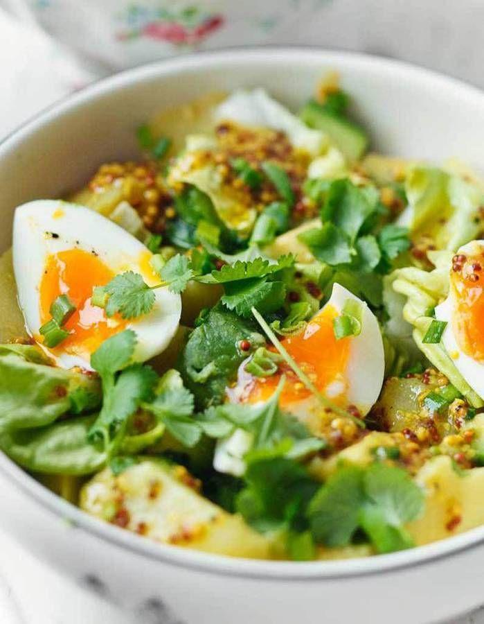 On adore la salade de tagliatelles de courgettes crues accompagnées de mozzarella, d'un filet d'huile d'olive et de sel. Il est aussi possible de la rele...