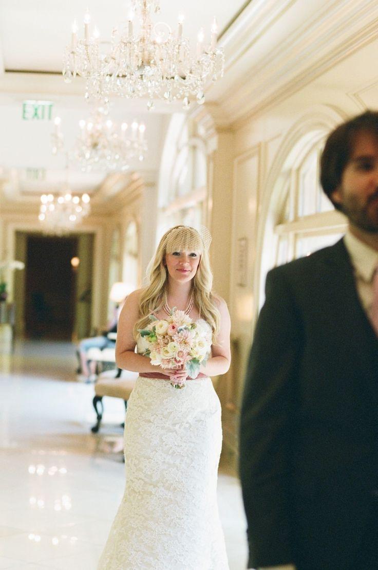 Что может быть трогательнее, чем первый взгляд влюбленных друг на друга в день свадьбы, эти волшебные мгновенья, когда ты видишь перед собой самого дорогого человека… в такие моменты, не всегда возможно сдержать слезы…