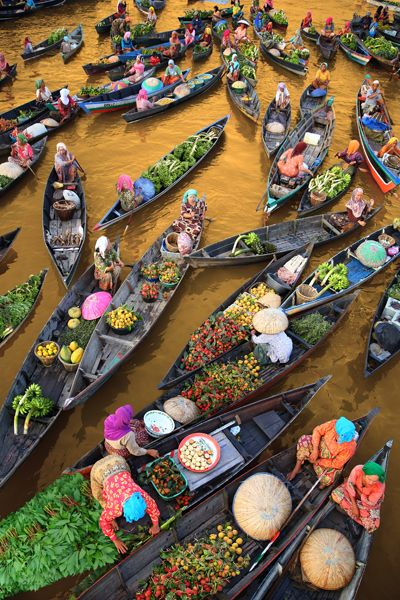 The floating market. Banjarmasin, south kalimantan - Indonesia by MARIO BLANCO