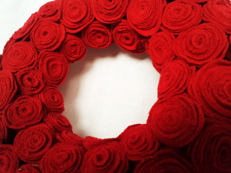 Red Christmas Wreath from old jemper. £25,00, via Etsy.