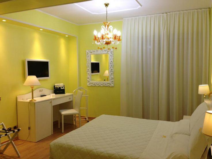 modern style yellow - room Hotel Palace Catanzaro Lido Calabria