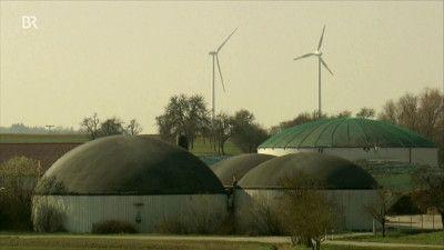 Biogasanlage vor Windrädern | Bild: Bayerischer Rundfunk