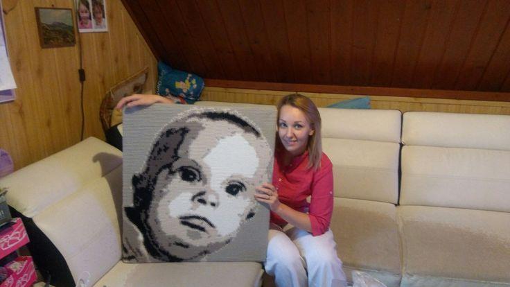 Szydełkowy portret na podstawie zdjęcia.