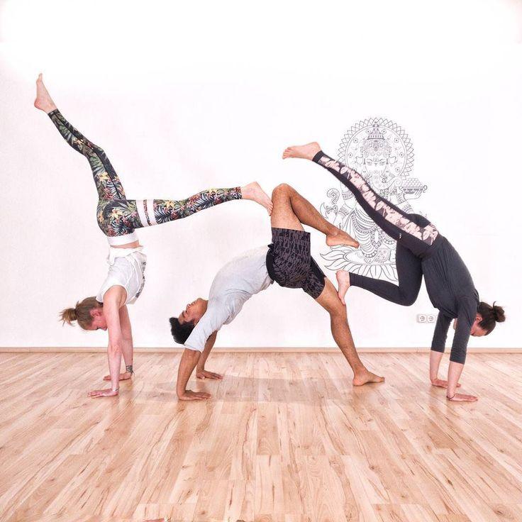 Typischerweise sitze ich mal wieder in der Bahn und reflektiere über meinen Yoga Workshop nach. Es hat echt viel Spaß gemacht im @yogaart_studio Auch einen herzlichen Dank an die rechte Hand von Susanne der Studio Besitzerin. Denn Sissy hat mich sehr gastfreundlich empfangen (ihre Wohnung ist der Hammer) #designerhabenimmersovielstil @sissy_mnml  Rosenheim ist toll und viel facettenreicher als man denken mag. Bis bald!