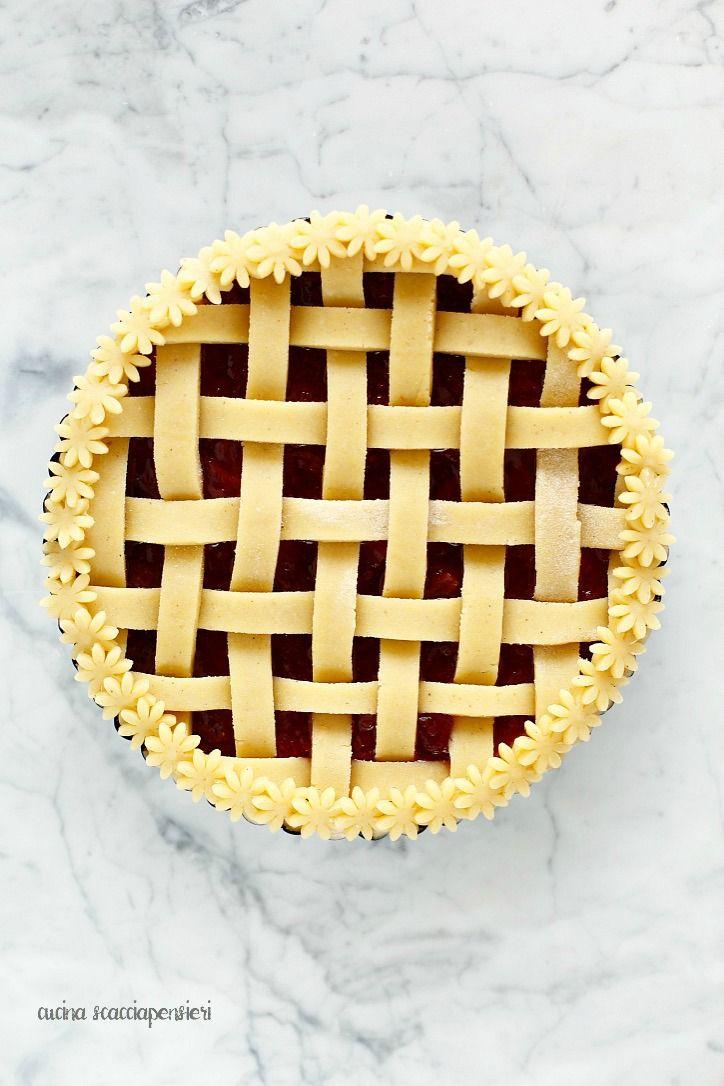 Crostata alle fragole e ricotta con tutorial per ottenere un intreccio perfetto! | Cucina Scacciapensieri