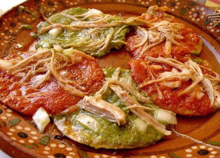 Memelas en salsa roja y verde