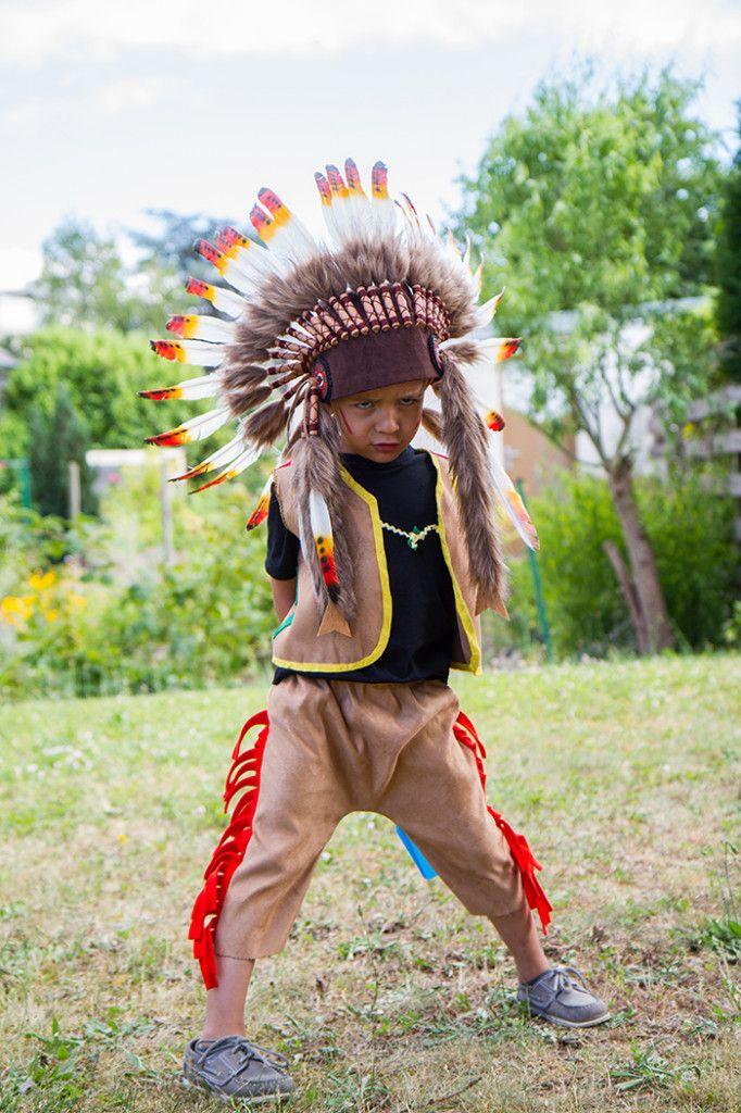 Costume indien (à faire soi-même), coiffe (voir http://www.chocolatshow.fr/boutique/11-accessoires)