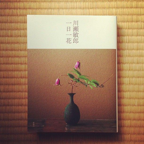 365 Ideas for daily flower arrangement by Toshiro KAWASE. #flowerarrangement #Japan