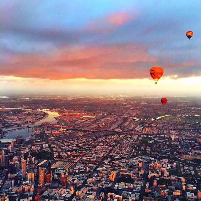 Tuula Vintage posted this AMAZING shot from her Melbourne flight - LOVE IT!  #goglobal #globalballooning #melbourne #yarravalley #seeaustralia #visitvictoria #ballooning #balloonflights #ballooning #bucketlist #proposal #victoria #australia #gift #present #romantic #romance #views #wedding #serenity #sunrise #travelling #weather #sky #tuulavintage