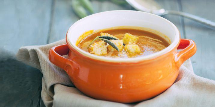 Anti-inflammatory Pumpkin Soup with Parmesan Croutons via @iquitsugar