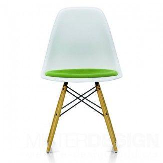 Eames Plastic Side Chair DSW Stoel Met Zitkussen En Geelachtig Esdoorn  Onderstel   Vitra Glijder Wit