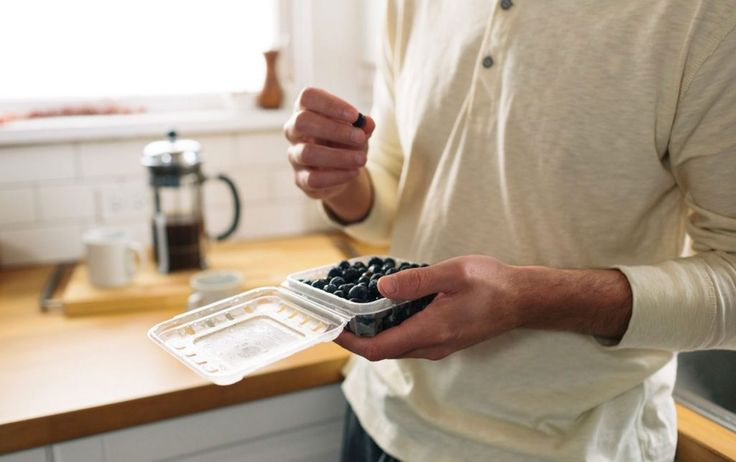 7 Reasons Why Youre Underestimating Your Calorie Intake http://ift.tt/2uiZnIN  Calories in calories out. Oh if it were only that simple. The good news is theres more to it than math. Figuring out how many calories youre consuming isnt an easy feat. In fact people who struggle with their weight tend to underestimate their calorie intake by 40% compared to people of normal weight who underestimate how much they eat by an average of 20%. Lets take a deeper look into the reasons you might be…