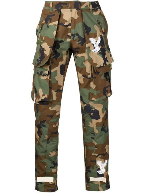 Shop Off-White camouflage cargo trousers in Traffic Los Angeles from the world's best independent boutiques at farfetch.com. Shop 300 boutiques at one address.