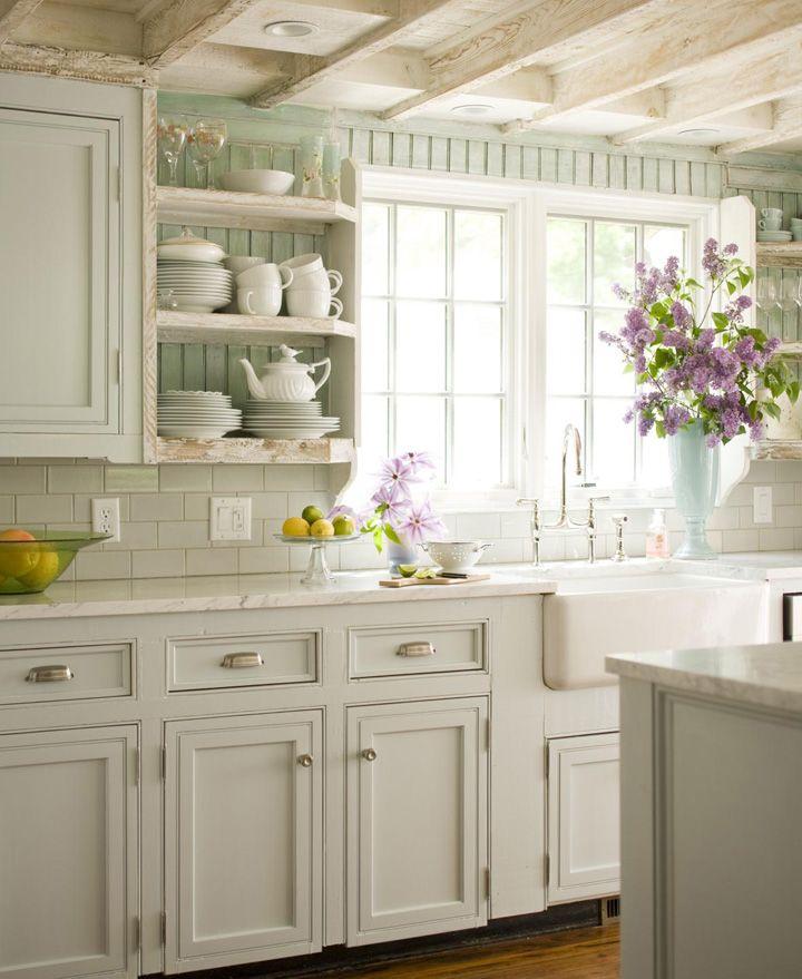 Decoração de: Cozinha; vaso azul.  Casa de Valentina