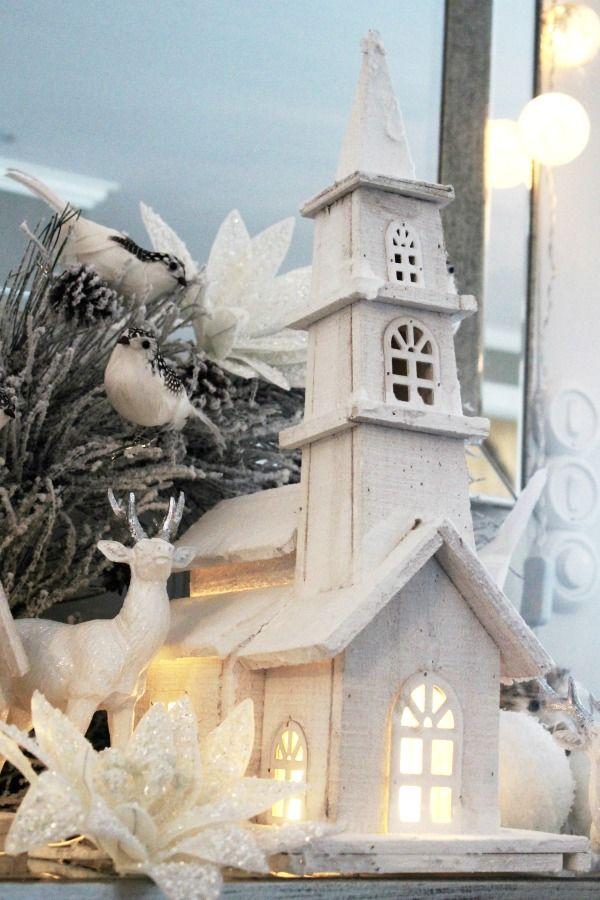 Stor kirke med lys, hvit H55cm