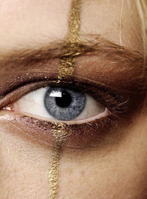 Gold stripe makeup #CartonMagazine - Maquillage doré