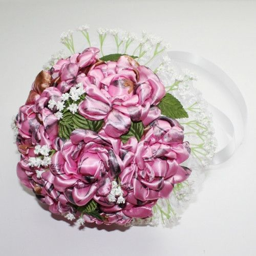 Perfect for the pink camo lover.    This large pink camo bouquet is made with21 handmadepink camo roses. Each rose is about4 - 41/2 inches across. Each petal of each rose is hand cut,...@ artfire