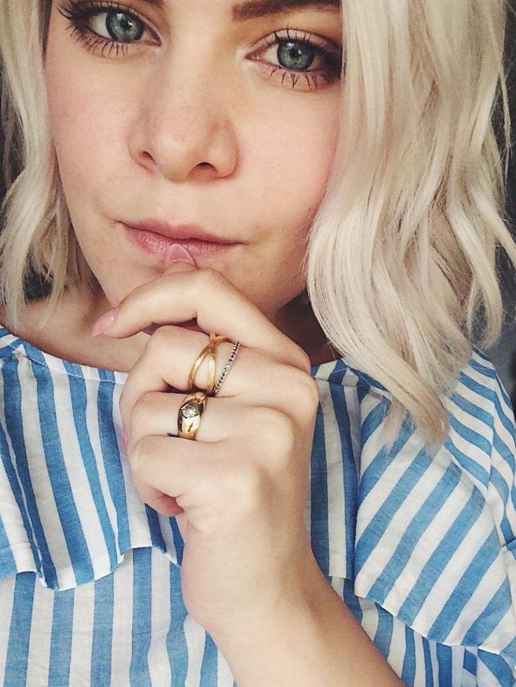 Striped and gold. #hvisk #hviskstyling #hviskstylist #gold #jewelry #rings #jewellery